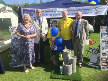 Artifical Lawn Installer supports The Rowans Hospice